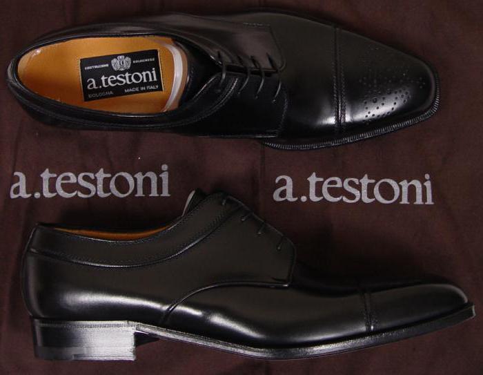 4621f79a2 ... العلامة التجارية هي الأخفاف مع المسامير. كما قدمت مجموعة متنوعة من  النماذج للأمسيات والأحداث. أحب هذه الأحذية في جميع أنحاء العالم.