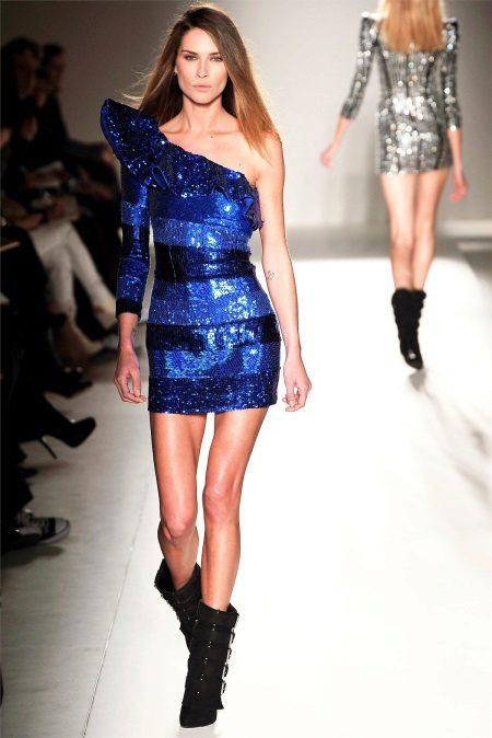 81b842115953 Vzorové šaty budú dôležité pre každú príležitosť. Slávnosť modelu bude  závisieť od zvoleného materiálu