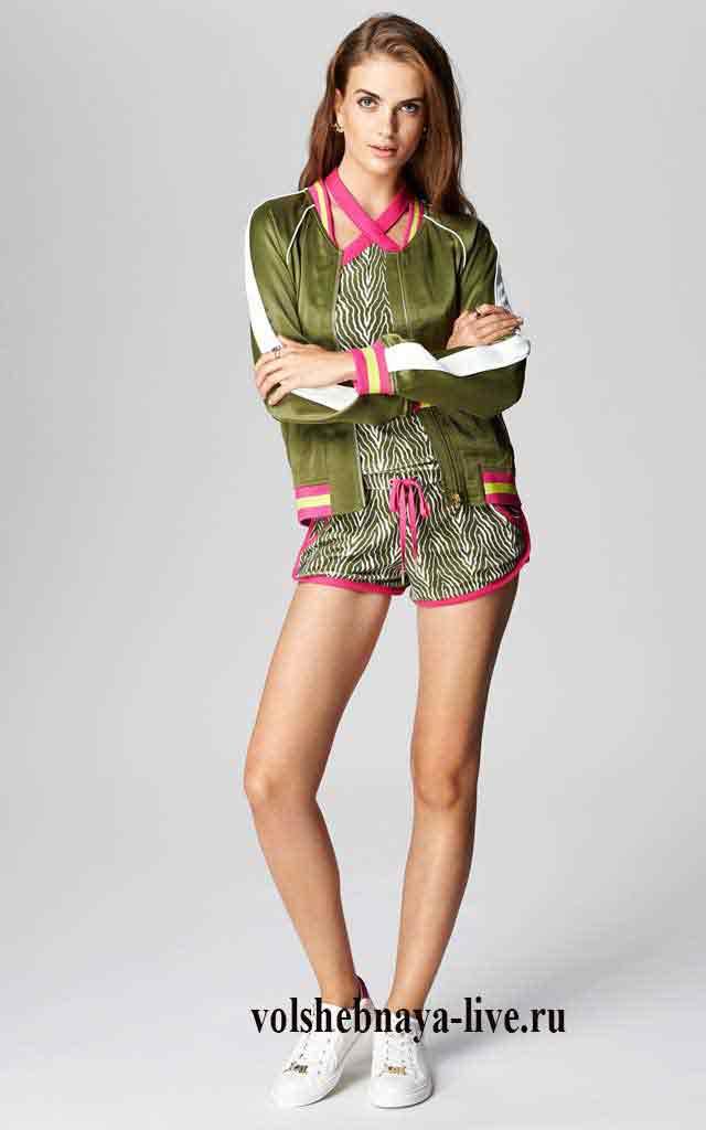 Атласний верх спортивного костюма від Джуси кутюр в кольорі хакі і  комбінезон з шортиками з оксамиту. 70e8e3ce3602e