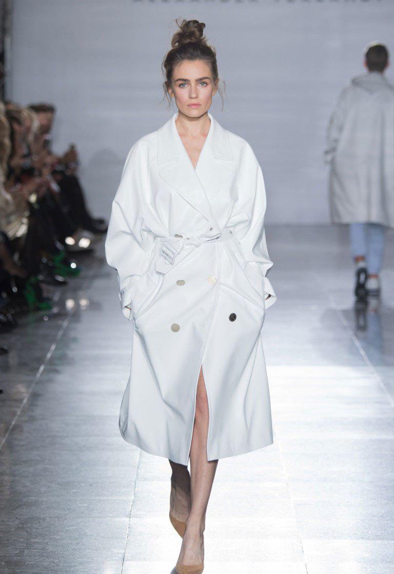 Тепер пальто oversize підкреслюється якимись значущими оздоблювальними  елементами. У Reinaldo Lourenço ca710b84259f2