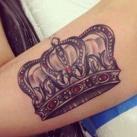Tatuaż W Formie Korony Na Nadgarstku Wartość Dla Mężczyzn