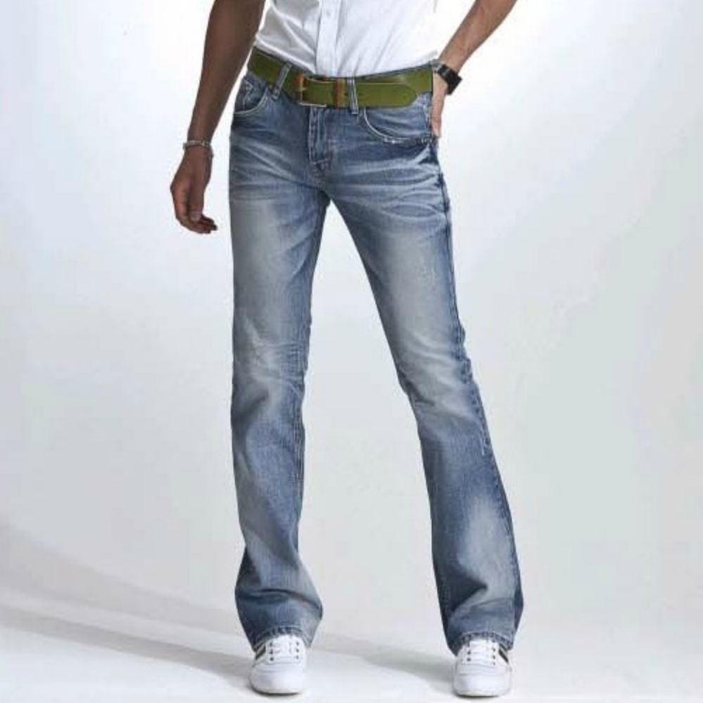 328b83813d5bd4 Свою любов до джинсів-кльош поспішили висловити багато модельєрів, при  цьому експериментуючи з і без того яскравим фасоном. Які ж декоративні  елементи ...