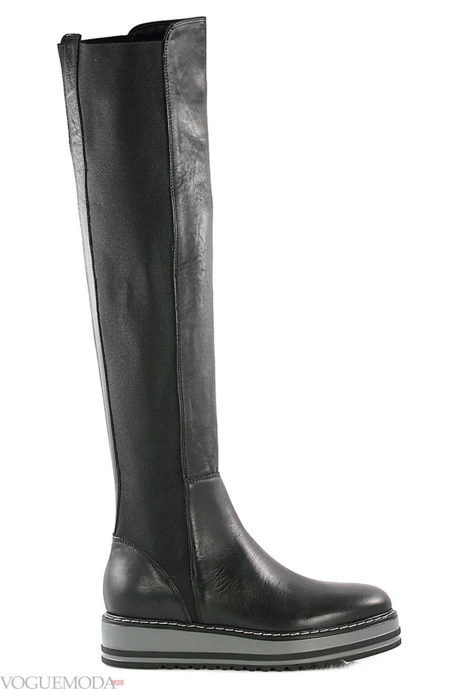 Більше ніяких грубих черевиків - витончена танкетка зайняла почесне місце  серед класичних жіночих моделей чобіт. 9cf215f6641a4