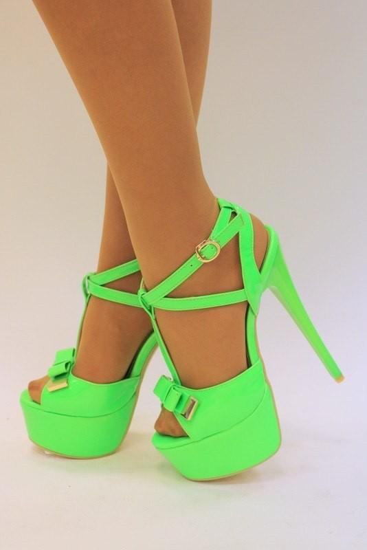 af369eae3d Aké sandále sú v lete v móde. Materiály a povrchové úpravy. Sandále ...