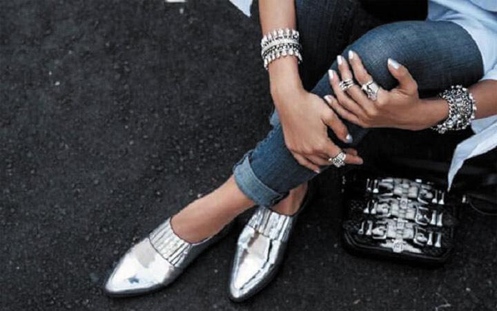 Взуття зима тренди. Взуття з ефектом сріблястий металік. Взуття на ... 4f75b1adcd0ca