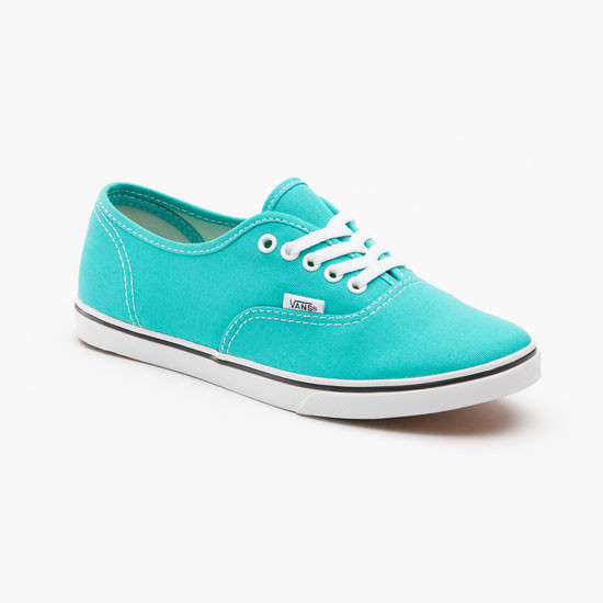 Якщо ви хочете виглядати яскраво і привабливо в жарку пору року - вам  сподобаються ці варіанти. У колекціях взуття відомих дизайнерів ми бачимо  стильні кеди ... 2c77255dab4e8