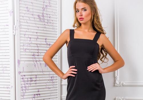Модель маленького чорного плаття для жінок «фігуристка» відповідає тим же  критеріям  облягає зверху і вільний внизу 770bbc029204f