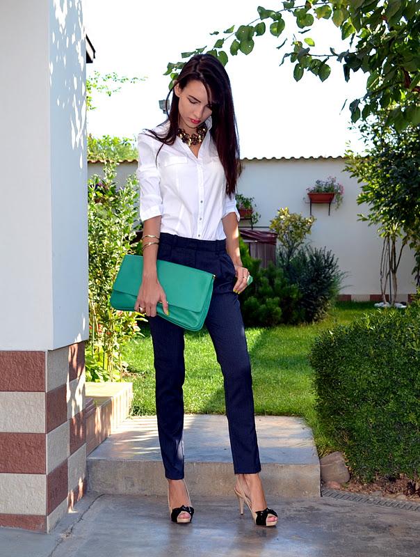 Цікаво з такими брюками виглядає і варіант суворого синього  жилета-компаньйона 745ad7b35025b